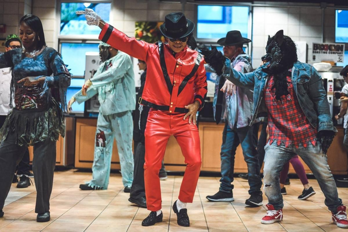 A group of people imitate characters from the music video Thriller, by Michael Jackson